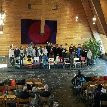 Thumbnail for 21 Konfirmanden stellen sich im Gottesdienst der Kirchengemeinde vor