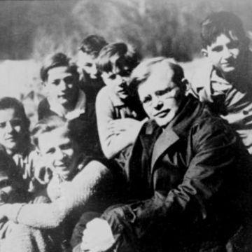 Thumbnail for Dietrich Bonhoeffer - Leben mit der Bibel