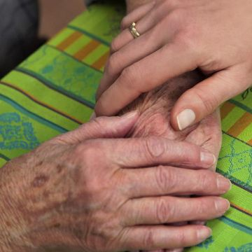 Thumbnail for Medizinische Ethik am Ende des Lebens - Die Debatte um die Sterbehilfe